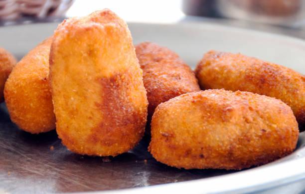 Boulettes de viande à la menthe et croquettes de pommes de terre