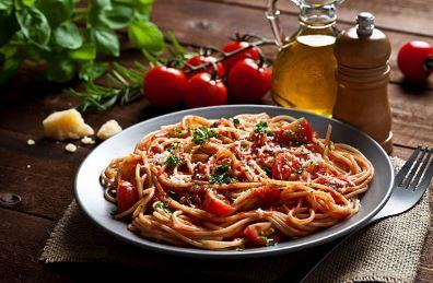 Spaghettis au thon, câpres et sauce tomate