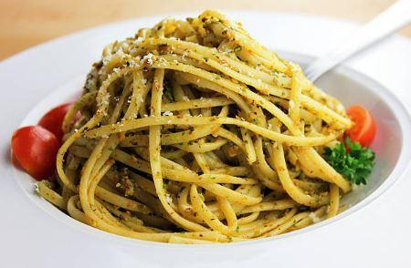 Pesto de spaghettis aux amandes