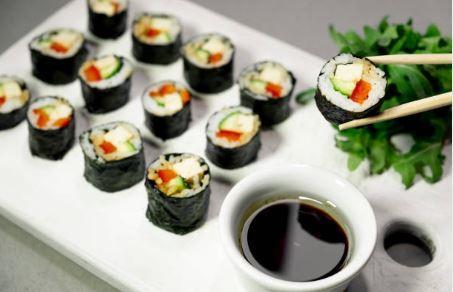 Maki au wasabi, sésame et concombre