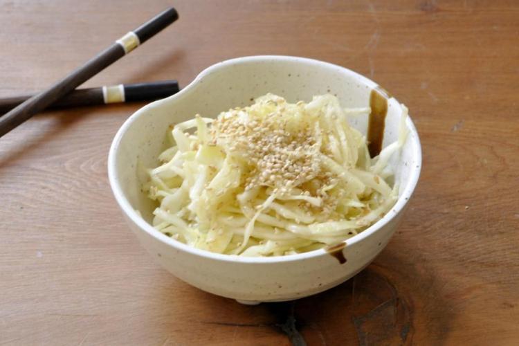 Salade de chou à la japonaise, vinaigrette au wasabi