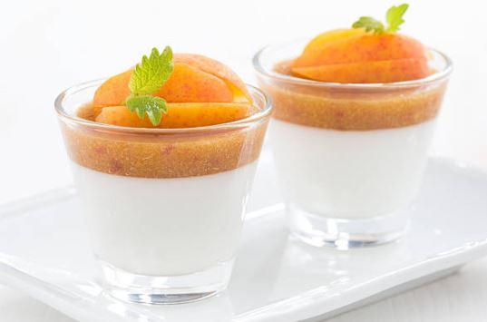 Panna cotta aux pommes et aux abricots secs (lactose)