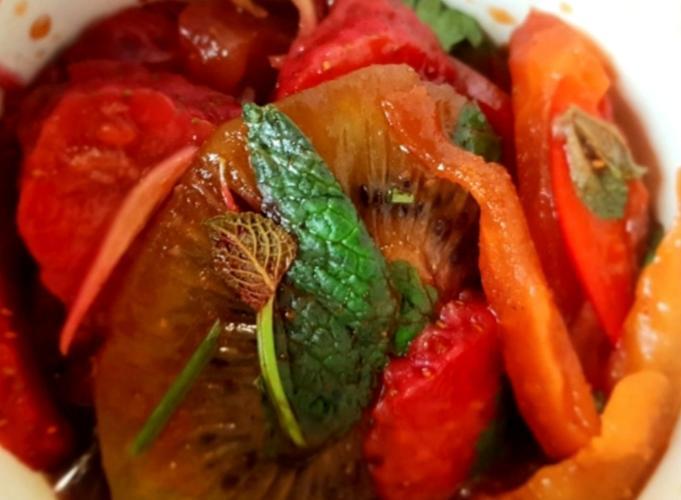 Salade parfumée aigre-douce