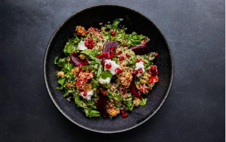 Grande salade quinoa, lentilles, tofu et champignons