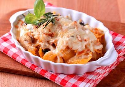 Gratin de macaronis, tomate et mozzarella