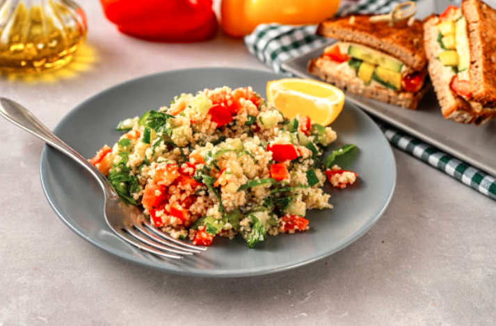 Salade de quinoa rouge et blanc, cumin et citron vert