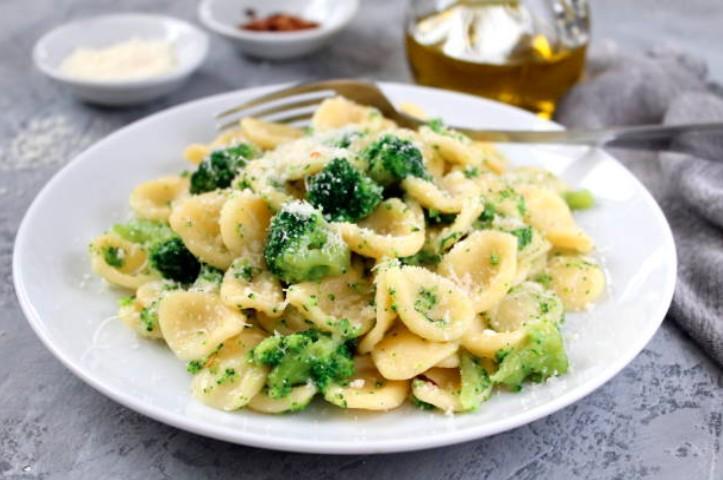 Orecchiette à la crème de brocolis et mozzarella de bufala