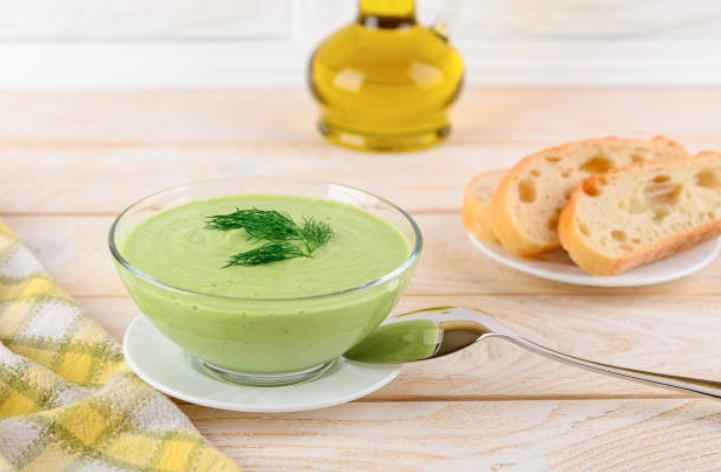 Gaspacho de concombre, yaourt et menthe