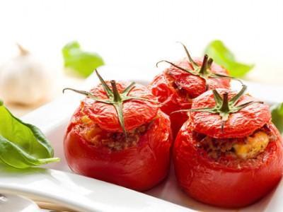 Tomates farcies au bœuf et aux amandes