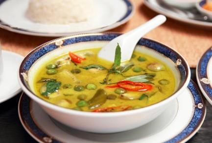 Curry vert de légumes et pois chiches