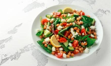 Salade de lentilles, pois chiches, grenade et feta