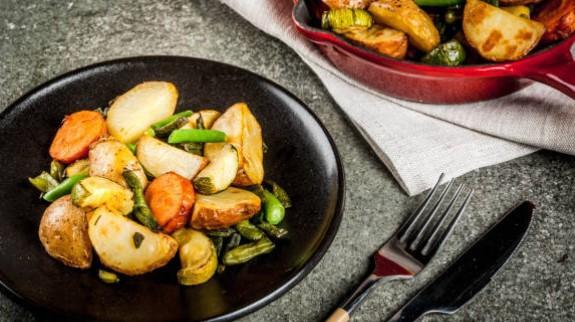 Poêlée d'aubergines, grenailles et cheddar