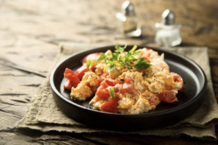 Persillade d'œuf et tomate balsamique