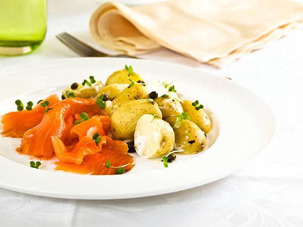 Salade pommes de terre saumon fumé