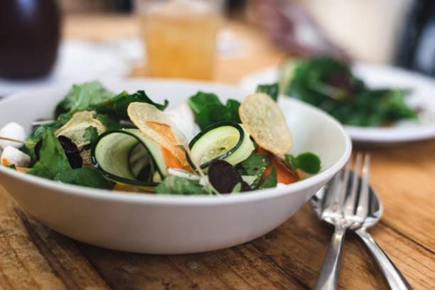 Salade de courgettes féta citron confit