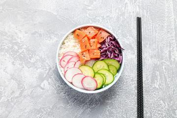 Poke bowl thaï au saumon