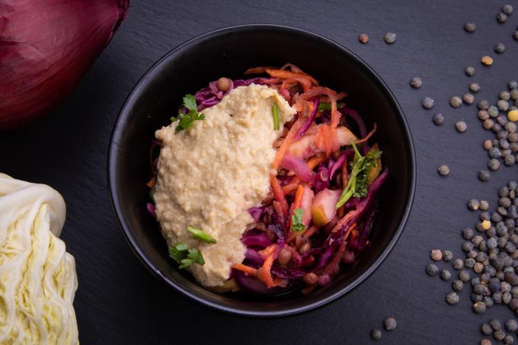 Salade aigre-douce lentilles houmous