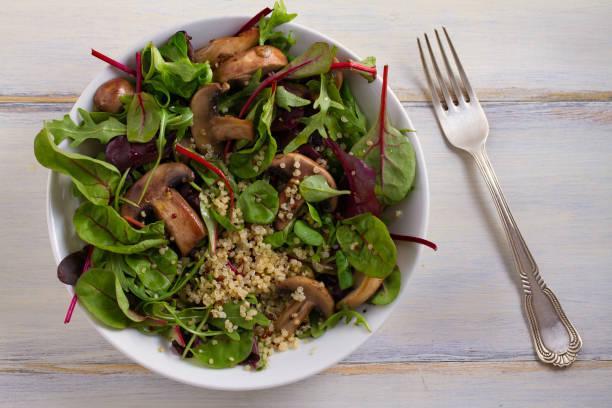 Salade d'épinards aux champignons