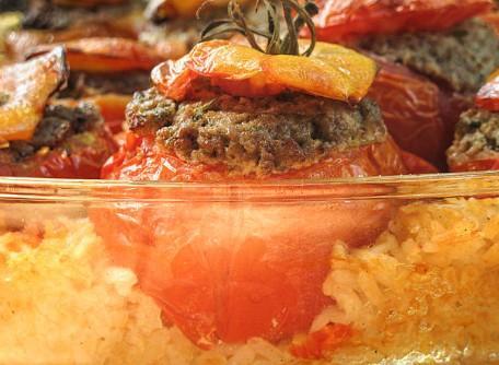 Tomate farcie au bœuf et aux pignons