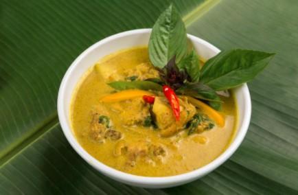 Curry de poulet et banane verte