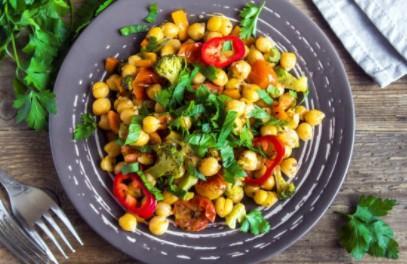 Salade de poivrons pois chiches et basilic