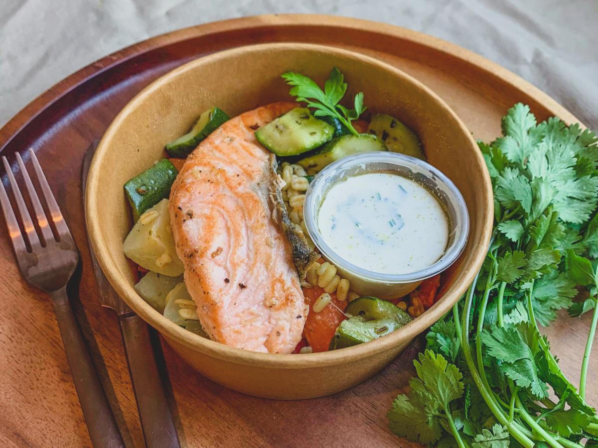 Saumon rôti et légumes au blé