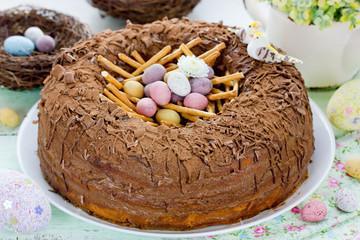 Gâteau de Pâques vanille chocolat et petits oeufs