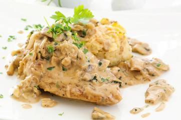 Fricassée de poulet écrasée de pommes de terre