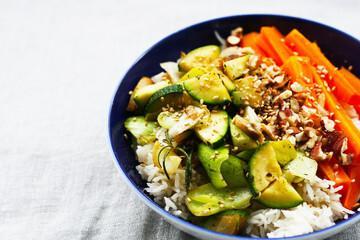 Poke chaud aux légumes verts