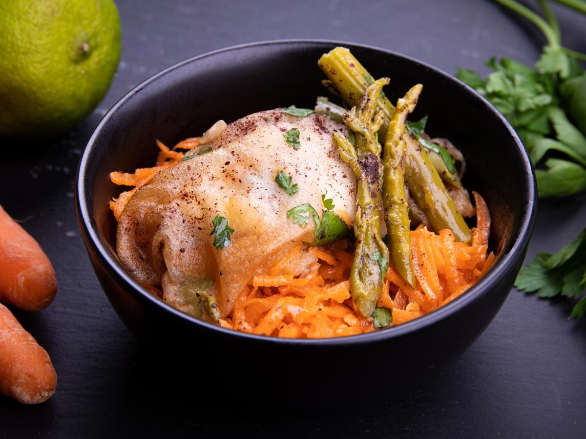 Salade d'asperges et oeuf mollet au sumac