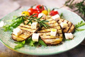 Salade d'aubergine à la grecque