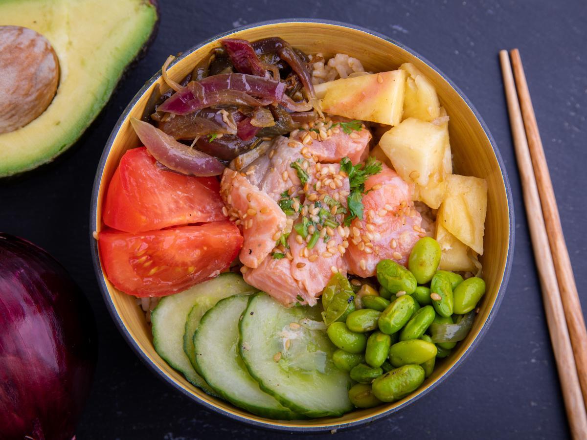 Poke bowl saumon wasabi