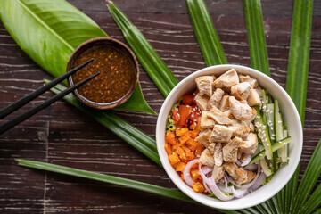 Poke bowl poulet cacahuètes