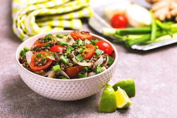 Grande salade aux légumineuses