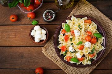 Grande salade de pâtes pesto mozzarella
