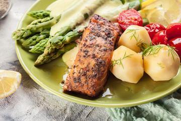 Saumon et légumes verts en crème citronnée
