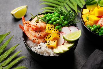 Poke bowl crevettes et mangue