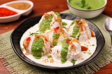 Dahi Bhalla : beignets de lentilles et chutney épicé